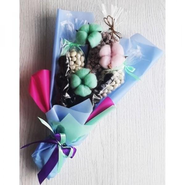 Подарочный набор букет из конфет и орехов Шокостар 500г