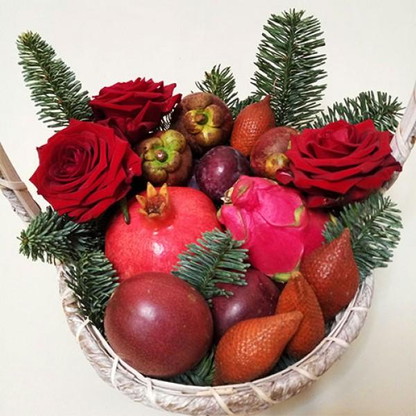 Корзина с фруктами Алый новый год