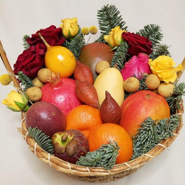Корзина с фруктами Новогодний каламбур