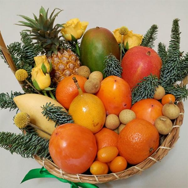 Корзина с фруктами Новый год в тропиках